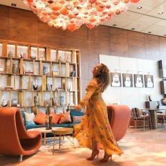 Отель Andaz Capital Gate Abu Dhabi – a concept by Hyatt развлечения