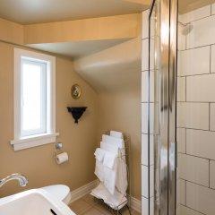Отель English Bay Inn Bed and Breakfast Канада, Ванкувер - отзывы, цены и фото номеров - забронировать отель English Bay Inn Bed and Breakfast онлайн ванная фото 2