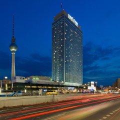 Отель Park Inn by Radisson Berlin Alexanderplatz вид на фасад