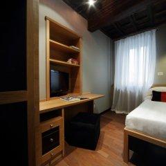Отель The Telegraph Suites Рим сейф в номере