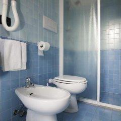 Отель Fra I Pini Италия, Римини - отзывы, цены и фото номеров - забронировать отель Fra I Pini онлайн ванная фото 2