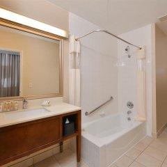 Отель Best Western Royal Palace Inn & Suites США, Лос-Анджелес - отзывы, цены и фото номеров - забронировать отель Best Western Royal Palace Inn & Suites онлайн ванная фото 2