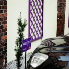 Blooms Boutique Hostel Познань парковка