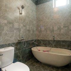 Отель The Vinci Villa Хойан ванная