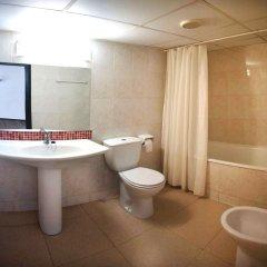 Отель Apartamentos Sun & Moon (Ex Xaine Sun) Испания, Льорет-де-Мар - отзывы, цены и фото номеров - забронировать отель Apartamentos Sun & Moon (Ex Xaine Sun) онлайн ванная