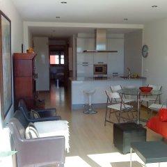 Отель Apartamentos Turísticos Puerto Basella Испания, Вильянуэва-де-Ароса - отзывы, цены и фото номеров - забронировать отель Apartamentos Turísticos Puerto Basella онлайн комната для гостей фото 3