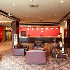 Отель Ramada Plaza & Conf Center by Wyndham Calgary Airport Канада, Калгари - отзывы, цены и фото номеров - забронировать отель Ramada Plaza & Conf Center by Wyndham Calgary Airport онлайн гостиничный бар