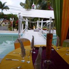 Отель Hunter's Rest Villa бассейн