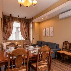 Отель FM Luxury 2-BDR Apartment - Jazzy Болгария, София - отзывы, цены и фото номеров - забронировать отель FM Luxury 2-BDR Apartment - Jazzy онлайн комната для гостей фото 3