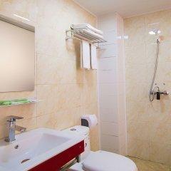 Отель Furui Hotel Xianyang Airport Китай, Сяньян - отзывы, цены и фото номеров - забронировать отель Furui Hotel Xianyang Airport онлайн ванная
