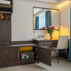 Pelican London Hotel and Residence сейф в номере