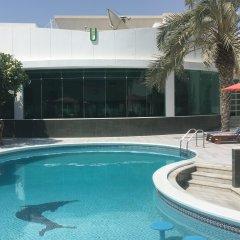 Отель Al Khalidiah Resort ОАЭ, Шарджа - 1 отзыв об отеле, цены и фото номеров - забронировать отель Al Khalidiah Resort онлайн бассейн фото 2