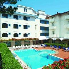 Hotel Ricchi бассейн