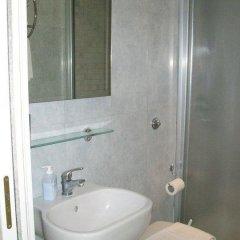 Отель Guest House Daniel's Inn Италия, Рим - отзывы, цены и фото номеров - забронировать отель Guest House Daniel's Inn онлайн ванная