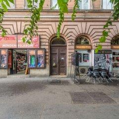 Отель Oasis Apartments Corvin I Венгрия, Будапешт - отзывы, цены и фото номеров - забронировать отель Oasis Apartments Corvin I онлайн парковка