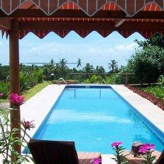 Отель Palmlea Farms Lodge & Bures бассейн