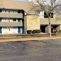 Отель Studio 6 Columbus, OH - Quarter Horse США, Колумбус - отзывы, цены и фото номеров - забронировать отель Studio 6 Columbus, OH - Quarter Horse онлайн парковка фото 3