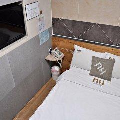 Отель D.H Sinchon Guesthouse Южная Корея, Сеул - отзывы, цены и фото номеров - забронировать отель D.H Sinchon Guesthouse онлайн удобства в номере