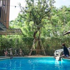 Отель Nest By Sa-ngob Бангкок бассейн