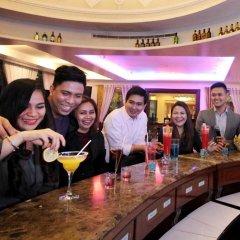 Отель Oxford Suites Makati Филиппины, Макати - отзывы, цены и фото номеров - забронировать отель Oxford Suites Makati онлайн гостиничный бар