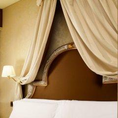 Отель Maison Venezia - UNA Esperienze сейф в номере