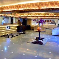 Hotel S. K Crown Park Naraina гостиничный бар