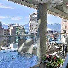 Отель Delta Hotels by Marriott Vancouver Downtown Suites Канада, Ванкувер - отзывы, цены и фото номеров - забронировать отель Delta Hotels by Marriott Vancouver Downtown Suites онлайн балкон
