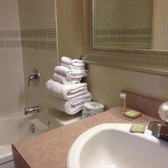 Отель Super 8 Calgary Village Канада, Калгари - отзывы, цены и фото номеров - забронировать отель Super 8 Calgary Village онлайн ванная