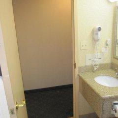 Отель Comfort Inn JFK Airport США, Нью-Йорк - 1 отзыв об отеле, цены и фото номеров - забронировать отель Comfort Inn JFK Airport онлайн ванная фото 2