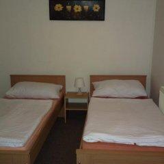 Отель Hostel 4 U - Dolni Chabry Чехия, Прага - отзывы, цены и фото номеров - забронировать отель Hostel 4 U - Dolni Chabry онлайн комната для гостей фото 2