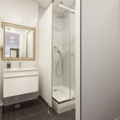 Отель Be Lisbon Hostel Португалия, Лиссабон - отзывы, цены и фото номеров - забронировать отель Be Lisbon Hostel онлайн ванная