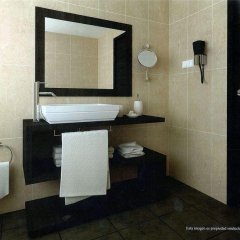 Отель Apartamentos Puente Viesgo Испания, Пуэнте-Вьесго - отзывы, цены и фото номеров - забронировать отель Apartamentos Puente Viesgo онлайн ванная