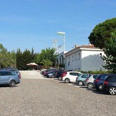Отель Hostal Los Pinares Испания, Льорет-де-Мар - отзывы, цены и фото номеров - забронировать отель Hostal Los Pinares онлайн парковка