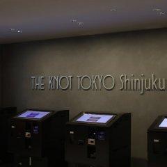 Отель THE KNOT TOKYO Shinjuku банкомат