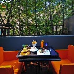 Отель Galleria 10 Sukhumvit Bangkok by Compass Hospitality балкон