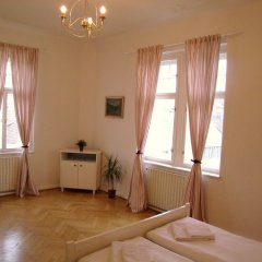 Апартаменты Old Town Square Apartments комната для гостей фото 3