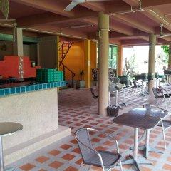 Отель Toff Lanta Guest House Ланта гостиничный бар