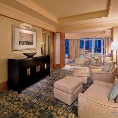 Отель The Ritz-Carlton, Dubai International Financial Centre ОАЭ, Дубай - 8 отзывов об отеле, цены и фото номеров - забронировать отель The Ritz-Carlton, Dubai International Financial Centre онлайн комната для гостей фото 2
