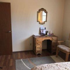 Отель Wild Rose Bed & Breakfast удобства в номере