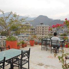 Отель Fewa Holiday Inn Непал, Покхара - отзывы, цены и фото номеров - забронировать отель Fewa Holiday Inn онлайн питание фото 3