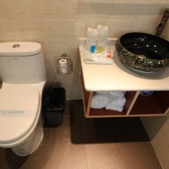 Отель Zhantan Courtyard Hotel Китай, Пекин - отзывы, цены и фото номеров - забронировать отель Zhantan Courtyard Hotel онлайн ванная фото 2