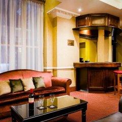 Отель Henry VIII гостиничный бар