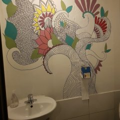 Отель Jinho's Black Whale Guesthouse & Bar ванная фото 2