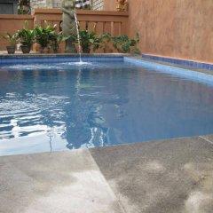 Отель Alamanda Accomodation бассейн