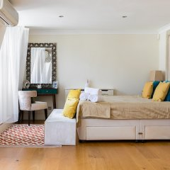 Отель Luxury 5-bedroom Villa With Parking and AC Великобритания, Лондон - отзывы, цены и фото номеров - забронировать отель Luxury 5-bedroom Villa With Parking and AC онлайн комната для гостей фото 2