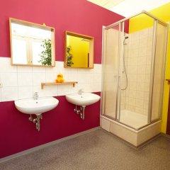 Отель LaLeLu Hostel Германия, Дрезден - 1 отзыв об отеле, цены и фото номеров - забронировать отель LaLeLu Hostel онлайн ванная фото 2