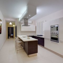 Апартаменты Luxury Apartment, Prime Location in St Julians Сан Джулианс фото 15