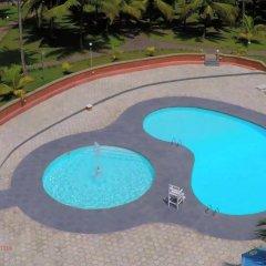 Отель Coconut Grove Beach Resort бассейн