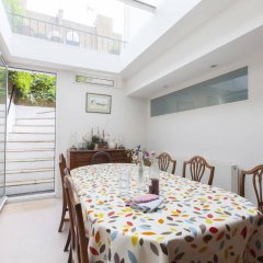 Апартаменты Onefinestay - Holland Park Apartments Лондон помещение для мероприятий