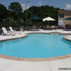 Отель Clarion Inn and Summit Center бассейн